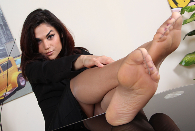 Nice pay porn site for female feet lovers.