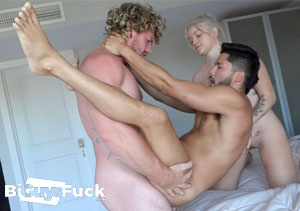 Cheap gay porn paysite with bisexual content.
